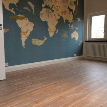 Vinkenveen F16 laminaat en plinten kinder slaapkamer