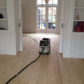 Renovatie eikenvloer (na het schuren)