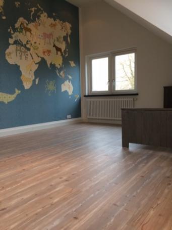 Vinkenveen F15 laminaat en plinten kinder slaapkamer – Hobeau!